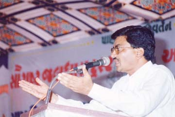 President (Mr. Mathurbhai Savani) addressing Bagdana Samelan.